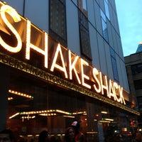 Photo prise au Shake Shack par edisonv 😜 le7/1/2013