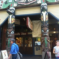 9/17/2012 tarihinde edisonv 😜ziyaretçi tarafından Ye Olde Curiosity Shop'de çekilen fotoğraf