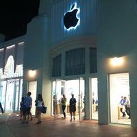 3/6/2013にValeriYAがApple Lincoln Roadで撮った写真