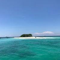 รูปภาพถ่ายที่ Pulau Badul (Badul Island) โดย iCandy H. เมื่อ 2/25/2018