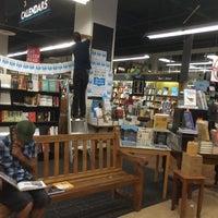"""รูปภาพถ่ายที่ Bookshop Santa Cruz โดย Noam """"N.G."""" G. เมื่อ 7/10/2014"""