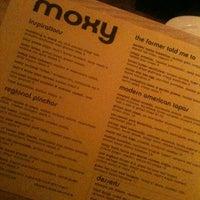 Photo prise au Moxy American Tapas Restaurant par Liz M. le11/3/2012