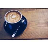 3/2/2013 tarihinde Krysta M.ziyaretçi tarafından Fahrenheit Coffee'de çekilen fotoğraf