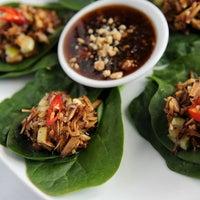 รูปภาพถ่ายที่ Tuk Tuk Thai Food Loft โดย AJC เมื่อ 4/24/2013