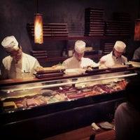 Foto tomada en Blue Ribbon Sushi por Kyle W. el 1/28/2013