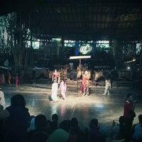 Photo prise au Saung Angklung Mang Udjo par Arie K. le12/23/2012