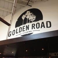รูปภาพถ่ายที่ Golden Road Brewing โดย Derek G. เมื่อ 11/25/2012