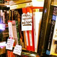 Photo prise au Capitol Hill Books par Katrina W. le7/14/2013