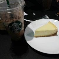 Das Foto wurde bei Starbucks von Denny Y. am 10/8/2013 aufgenommen