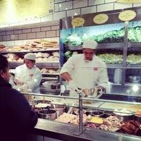 Das Foto wurde bei eatZi's Market & Bakery von Kevin H. am 12/22/2012 aufgenommen
