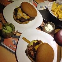 Снимок сделан в V8 Burger & Beer пользователем Camila O. 2/7/2014