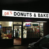 Foto tirada no(a) DK's Donuts and Bakery por Jamil T. em 1/27/2013