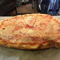 Foto diambil di Joe's Pizza oleh Jamil T. pada 3/24/2013