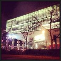 2/12/2013 tarihinde Stephanie P.ziyaretçi tarafından Alice Tully Hall at Lincoln Center'de çekilen fotoğraf