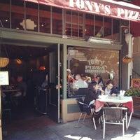 9/29/2012 tarihinde Eric C.ziyaretçi tarafından Tony's Pizza Napoletana'de çekilen fotoğraf