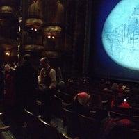 Foto tirada no(a) Disney's MARY POPPINS at the New Amsterdam Theatre por Tamer T. em 2/10/2013