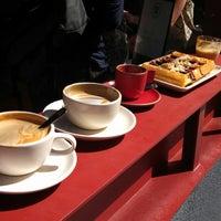 9/22/2013 tarihinde Ziyan C.ziyaretçi tarafından Linea Caffe'de çekilen fotoğraf