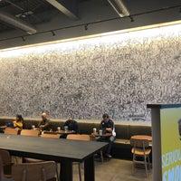 รูปภาพถ่ายที่ Starbucks โดย Mike L. เมื่อ 1/28/2018
