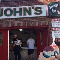 Foto tirada no(a) John's Water Ice por Morgan M. em 7/7/2018