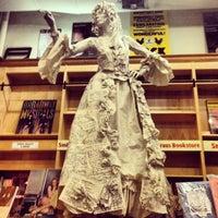Das Foto wurde bei Drama Book Shop von Ozlem C. am 6/25/2013 aufgenommen
