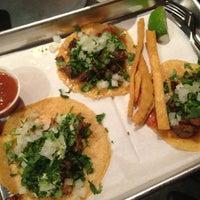 รูปภาพถ่ายที่ Otto's Tacos โดย John V. เมื่อ 11/8/2013