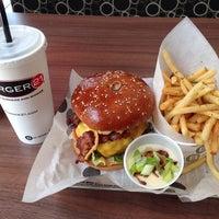 6/14/2014 tarihinde Doug T.ziyaretçi tarafından Burger 21'de çekilen fotoğraf