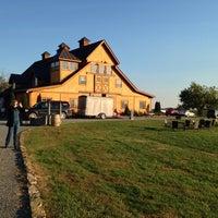 Foto tirada no(a) Stone Tower Winery por Doug T. em 10/27/2013