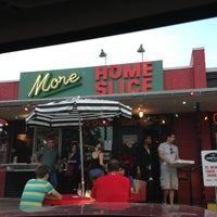 Das Foto wurde bei More Home Slice von Roxanna L. am 12/9/2012 aufgenommen