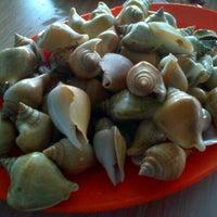 Снимок сделан в Kelong Restaurant Aneka Rasa пользователем Hari Wijayanto 12/29/2012