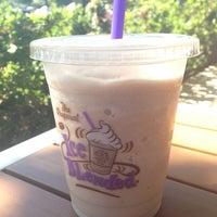 Снимок сделан в The Coffee Bean & Tea Leaf пользователем H. C. 8/20/2013