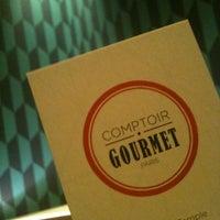 Foto tomada en Comptoir Gourmet por Charles B. el 2/20/2013