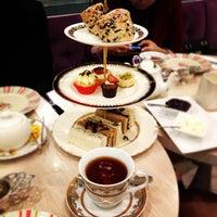 3/26/2013 tarihinde Marco T.ziyaretçi tarafından Tea Salon - The Victoria Room'de çekilen fotoğraf