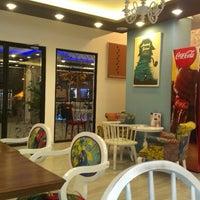 Снимок сделан в Moines Cafe & Fine Dining пользователем Mustafa Ç. 10/7/2013