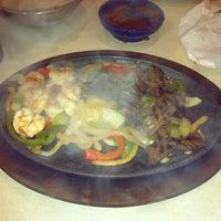 Foto tomada en La Parrilla Mexican Restaurant por Oh SoPretty R. el 6/28/2013
