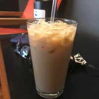 Foto tomada en Novo Coffee por Jennifer H. el 5/28/2017
