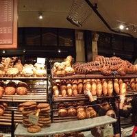 10/6/2012 tarihinde Ly N.ziyaretçi tarafından Boudin Bakery Café Baker's Hall'de çekilen fotoğraf