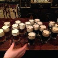 Photo prise au McSorley's Old Ale House par Matt M. le12/26/2012