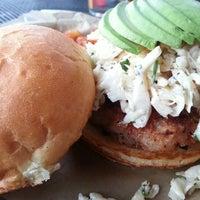 Das Foto wurde bei Burger Bar von Arthur O. am 9/27/2013 aufgenommen