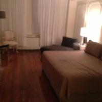 6/30/2013 tarihinde Thomas W.ziyaretçi tarafından Lombardy Hotel'de çekilen fotoğraf