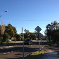 รูปภาพถ่ายที่ Bus Stop 209233 โดย Leigh C. เมื่อ 7/2/2013