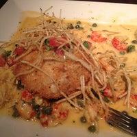 Foto tirada no(a) Pappadeaux Seafood Kitchen por Nicole H. em 11/5/2012