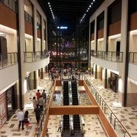 รูปภาพถ่ายที่ Publika โดย Kepet I. เมื่อ 12/31/2012