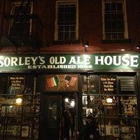 Photo prise au McSorley's Old Ale House par Cristiana D. le1/27/2013