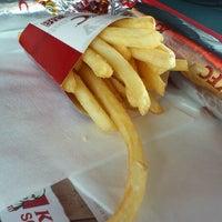 Das Foto wurde bei KFC von Libor K. am 4/11/2013 aufgenommen