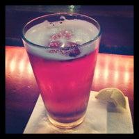 Foto tirada no(a) Henry's Pub & Restaurant por Rick W. em 12/5/2012