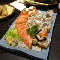 Foto scattata a Shinkai Sushi da Lizzie S. il 3/25/2013
