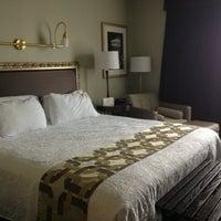 รูปภาพถ่ายที่ Magnolia Hotel โดย Maura D. เมื่อ 6/25/2013