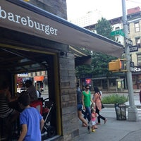 Photo prise au Bareburger par Chris M. le8/3/2013
