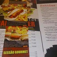 Foto diambil di São Paulo Dog & Burger oleh Eveston P. pada 7/3/2015