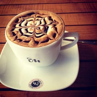 Das Foto wurde bei Coffeemania von Beyza Ç. am 3/4/2013 aufgenommen